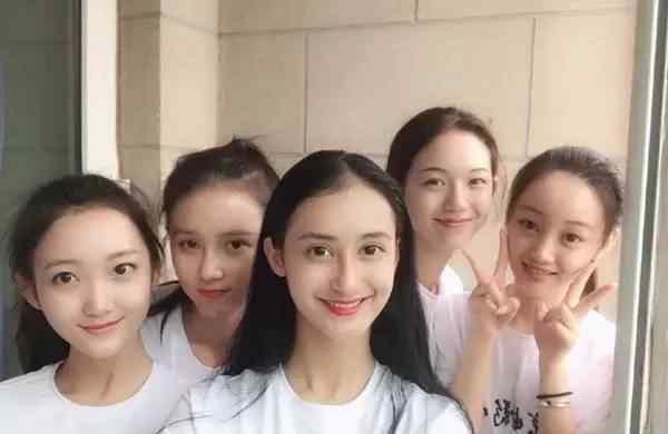 北京电影学院开学 北电开学美女如云,王俊凯表演系女同学大揭秘