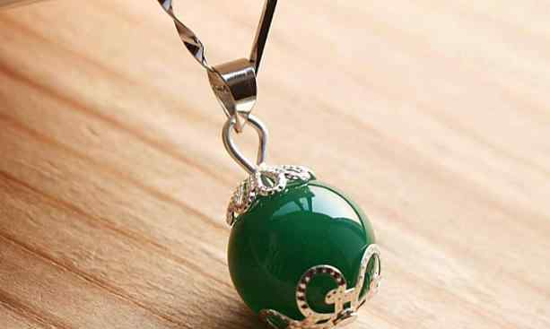 绿玉髓 绿玉髓是什么 绿玉髓的功效与作用