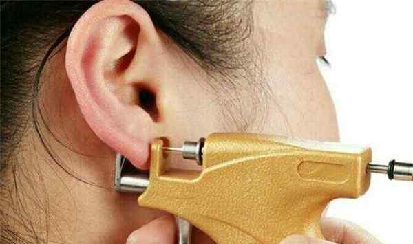 枪打的耳钉多久换掉 枪打的耳钉怎么取下来 枪打的耳钉多久换掉