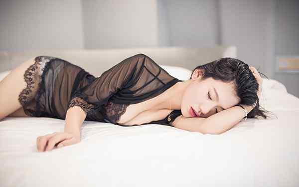 女子美胸 女人三十岁还能丰胸吗 拒绝乳房缩水你要这么做