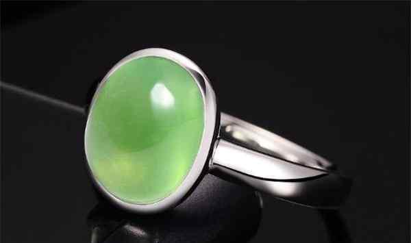 葡萄石的功效与作用 葡萄石五行属什么 葡萄石是水晶还是宝石