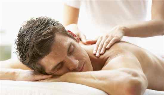 扭伤腰 扭伤腰如何快速恢复 腰扭伤的按摩方式