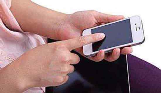 月子期间可以玩手机吗 坐月子可以玩手机吗 坐月子玩手机注意事项
